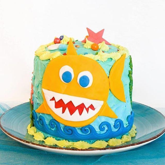 J'ai eu un plaisir fou à préparer ce gâteau sur mesure pour la gamine d'un ami! This …   – Kids Kitchen Creations