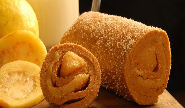Rollo de ate de Guayaba con cajeta, Michoacan, Mexico, estos rollos también los hacen en Talpa, Jalisco.