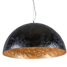 Hanglamp Magna 70 zwart - goud - Mooie bijzondere hanglamp gemaakt van glasfiber waarvan de structuur nog goed te herkennen is. De binnenkant is goud van kleur en niet strak waardoor een een fraai schaduw effect ín de kap ontstaat.