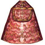 IVIALE Ampio mantello che scende fino ai piedi, aperto davanti e fissato con un fermaglio; lo si usa, nei vari colori liturgici, in molte celebrazioni, esclusa la Messa