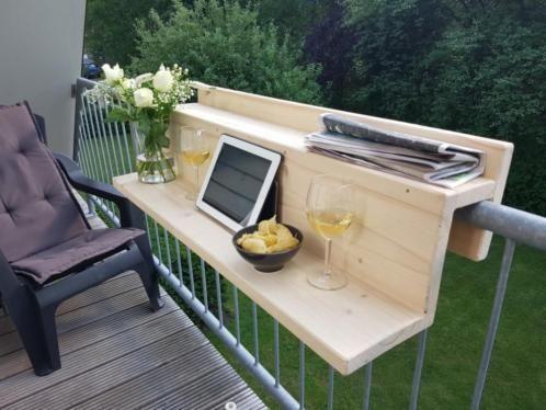 De slimme balkontafel! Nu te koop van steigerhout een aanwinst voor het balkon! -37,50 Compleet met bevestiging -standaard 99cm -150cm leverbaar voor slechts 49,50 met bevestiging -voorzien van een