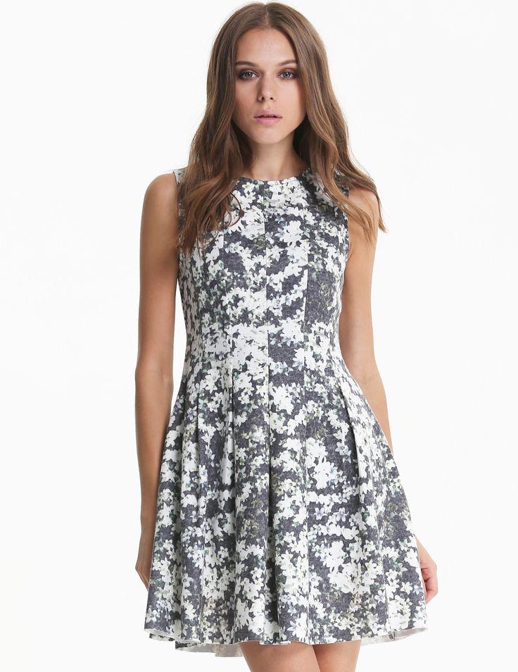 Vestido floral plisado sin manga-gris 24.47