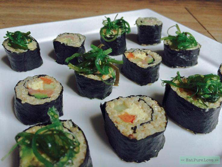 Quinoa sushi! Deze gezonde variant van sushi is heerlijk! Maar met deze sushirolls in de koelkast heb je mooi een voedzame lunch voor de volgende dag.