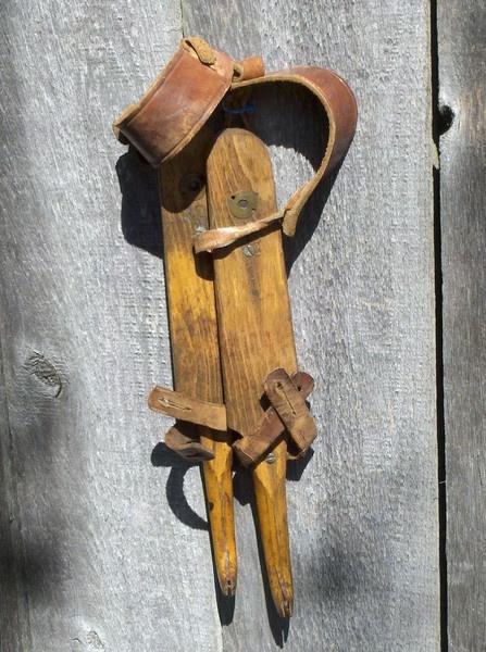 §§§ : Vintage Dutch Ice Skates – Wood, Metal, Leather : 1920