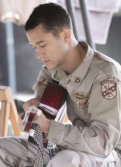 Joseph Gordon-Levitt in Stop Loss playing his guitar so well :) damn he's amazing....