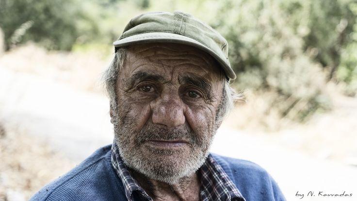 'Ξάρχης' Ταξιάρχης Στραγαλινός. Ένας ξωμάχος στον ερειπωμένο οικισμό των Ρεκατσινάτων.