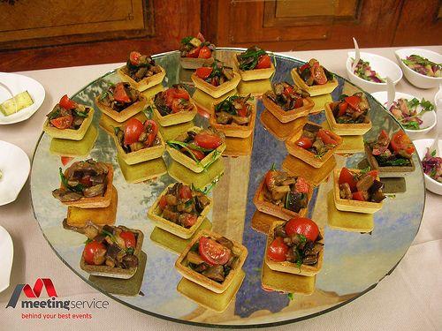 Antici riflessi sul Finger food a km zero. #fingerfood #kmzero #aperitivo #buffet #regionalfood #event #eventplanner #congress www.mseventi.com
