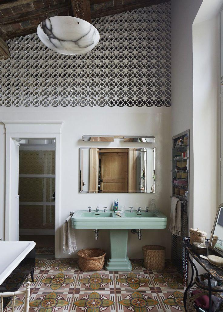 Salle de bains vintage du sol au plafond