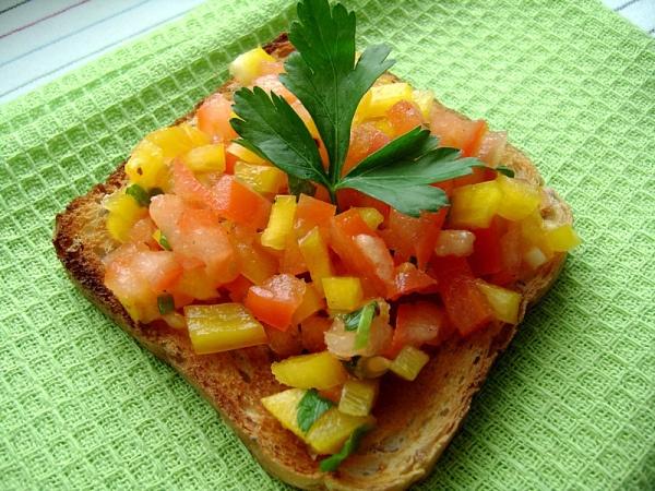 Salsa z pomidorem i papryką