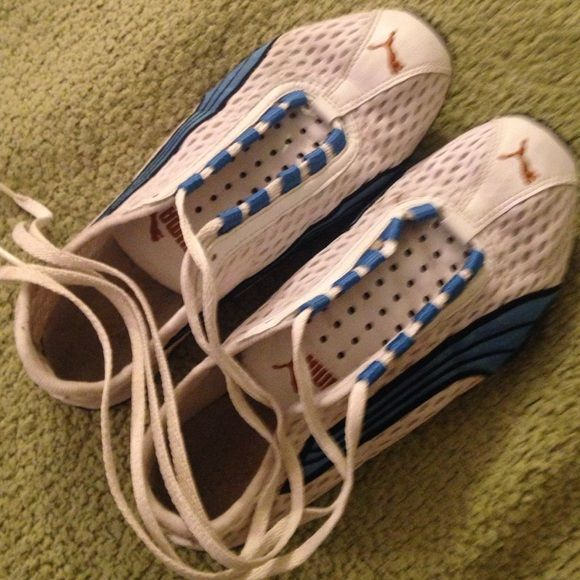 Puma tennis shoe Puma very light weight tennis shoes. Also previously love! As you can see by the photos. Size 5, but fit more like a 6. Clean and from non smoking home. Puma Shoes