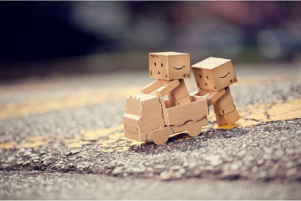 Danbo Robot Instructions | Blog Paper Toy papertoy Danbo playing Danbo, le robot en carton...