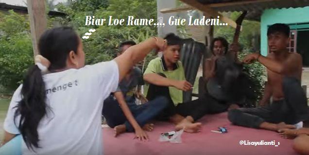 Photo Pertengkaran wanita melawan pria, Biar Lo Rame Gue Ladeni