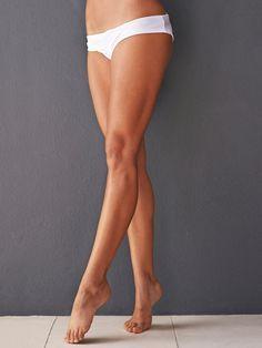 Sie träumen von einer einem knackigen Po und dünnen Beinen? Kein Problem! Wir haben acht Übungen für Sie, die Ihre Beine in schlanke und