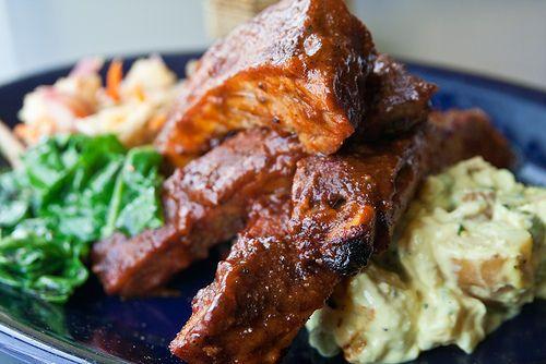 Une recette pour faire sa propre sauce BBQ ou barbecue, idéal pour les grillades de porc (ribs) ou même ses saucisses et ses frites...