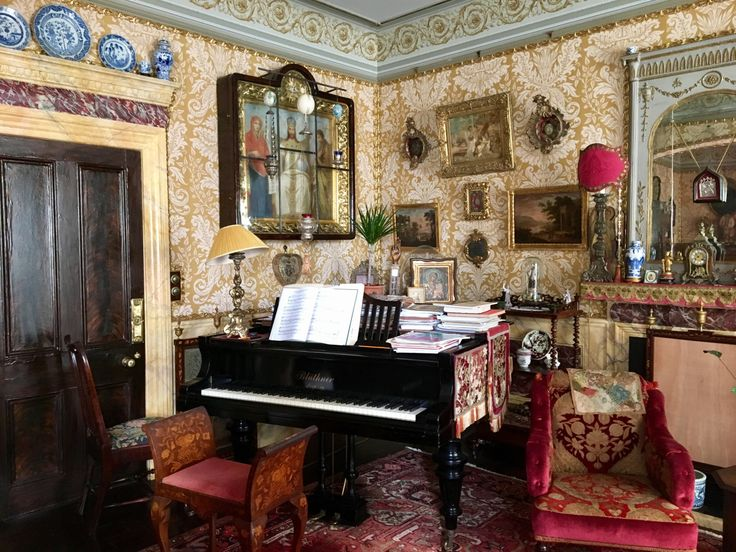 1000 Ideas About Victorian Bed On Pinterest Antique