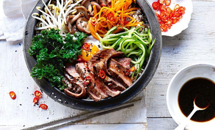 Dit Koreaanse rijstgerecht is geheel naar eigen smaak aan te passen door je favoriete ingrediënten aan de bibimbap toe te voegen.