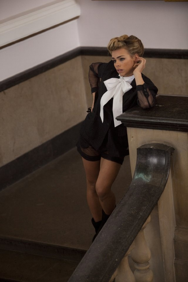 Billie Piper - Not her biggest fan but this a cute pic.