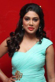Manisha Yadav hot pics in Trisha illana nayanthara