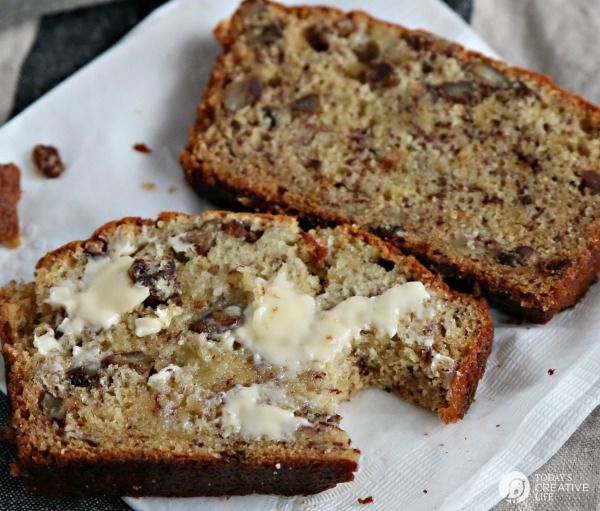 Banana Bread Recipe made with Sour Cream and Pecans | This easy and simple banana nut bread is moist and full of flavor. Quick & easy banana bread recipe