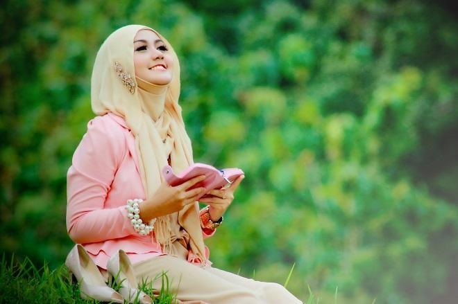 Covesia.com - Bagi perempuan yang memakai hijab, memiliki rambut indah adalah perkara yang tidak mudah. Sebab, rambut rontok atau pengelupasan kulit kepala...