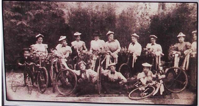 Veliko Bečkerečki #ženski #biciklistićki #tim krajem 1890-tih #nagybecskerek #zrenjanin #zrenjaninke https://flii.by/file/0enn4ggrlvt/