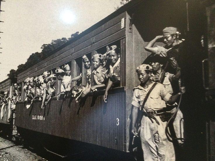 Suasana saat Batalion Kosasoh dari Divisi Siliwangi tiba setelah melakukan operasi penumpasan dalam peristiwa Madiun. Yogyakarta, 12 Desember 1948. (IPPHOS - Antara Foto). http://tribratanewsjatim.com