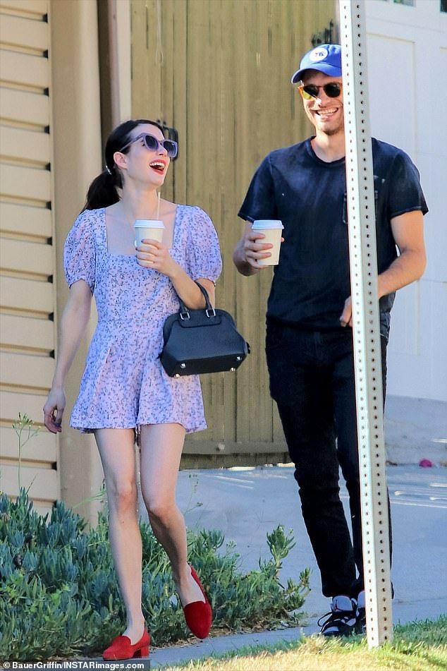 Emma Roberts Steps Out With Boyfriend Garrett Hedlund Emma Roberts Emma Roberts Style Celebrity Street Style