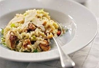 risotto met kip, zongedroogde tomaten en basilicum