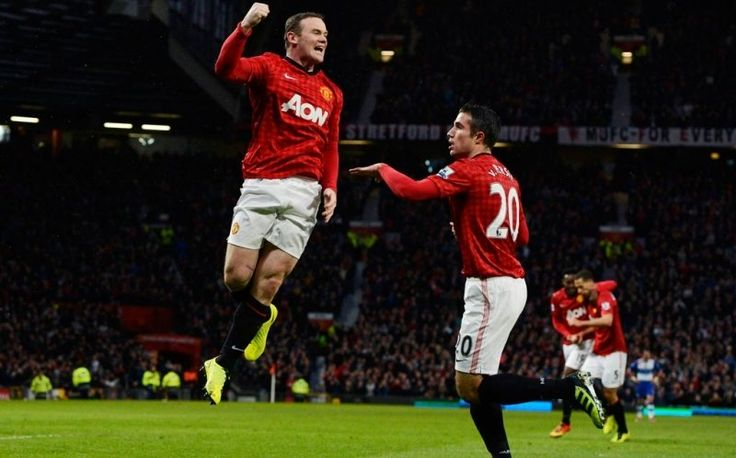 Bobby Charlton pemegang rekor terdahulu, mengucapkan selamat kepada pemain dari tim Manchester United Wayne Rooney karena telah memecahkan rekor