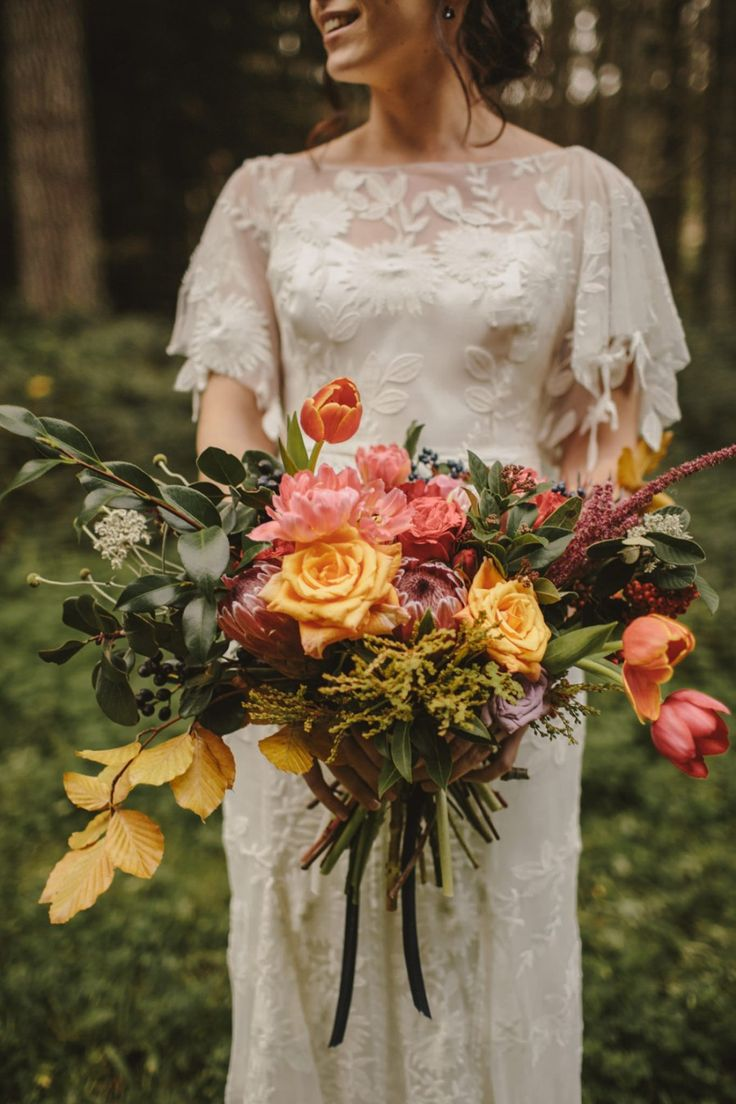 Autumnal bouquet + Rue de Seine weddng dress