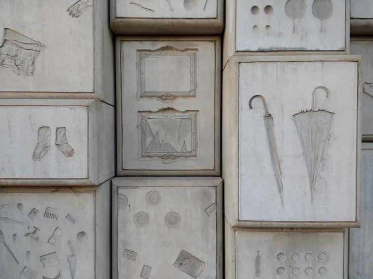 'Monumento: la humanidad detrás del concreto' esun registro documental de Fernando Díaz sobre la construcción del Monumento Nacional a las víctimas...