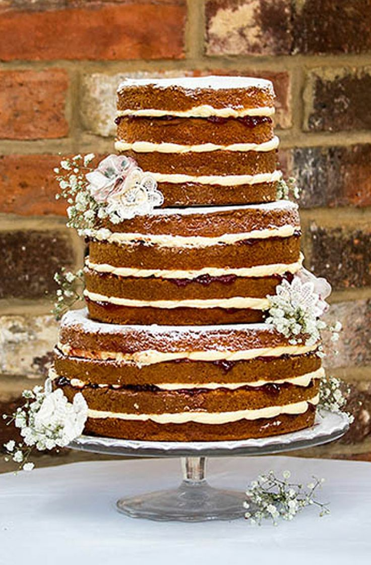 Our Victoria sponge style wedding cake is perfect for those Vintage tea party inspired weddings.