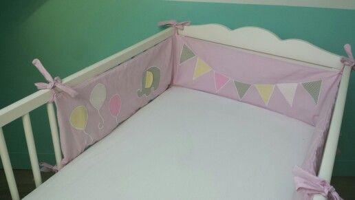 Tour de lit bébé fille rose pastel
