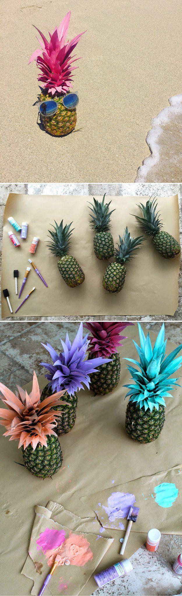 Usar apenas a coroa do abacaxi pintada no vaso