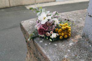 Billy Button, Carnation, Lisianthus Boquet - Sydney
