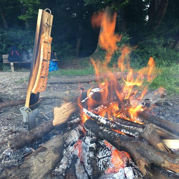 Feuerlachs auf dem Flammlachs-Brett, alles zur Feuerschale, Feuerfisch, jetzt kaufen bei FINNhandel