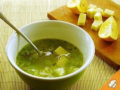 Суп с луком-пореем, картофелем и сыром