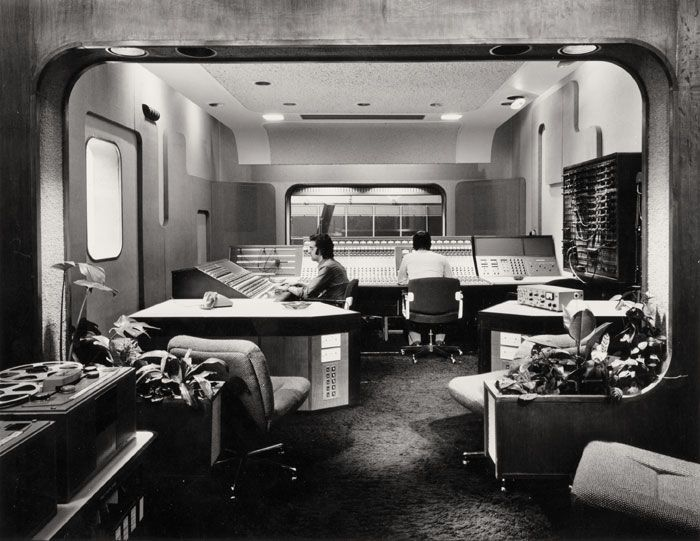 La sala de control del Abbey Road Studio en los '70!  (no se parece a la escotilla donde vivía Desmond?)