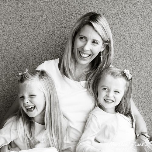I love this portrait of a mother and her girls.  I love the pose, triangular poses work really well in portraits and most of all I love the expression...a family that laughs together stays together... www.maureenstuartphotography.com