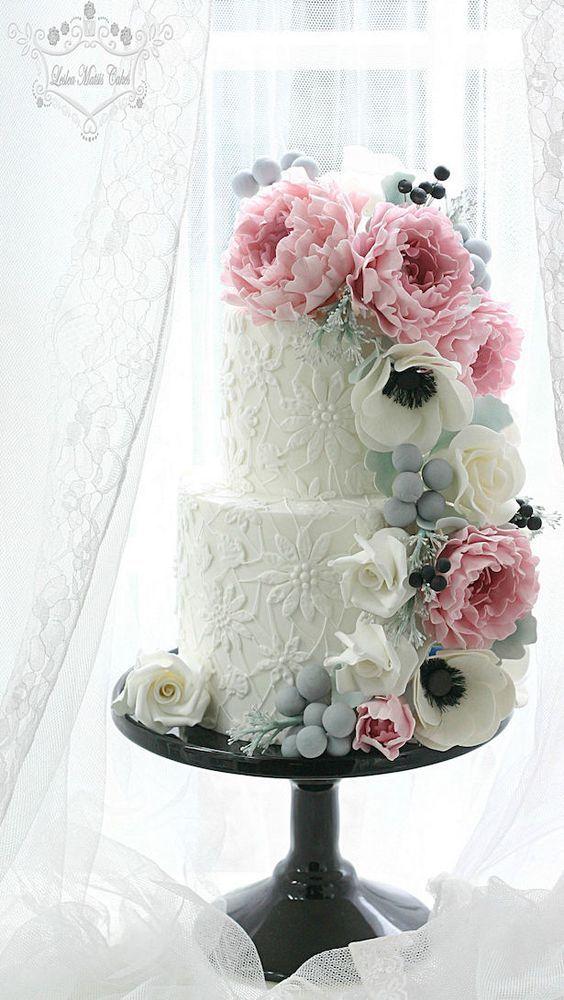 Wedding cake idea; Featured Cake: Leslea Matsis Cakes