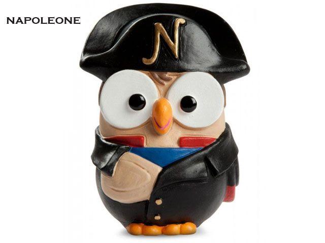 Il gufo Napoleone è un'ironica e simpatica imitazione del famoso generale francese, Napoleone Bonaparte, fondatore del Primo Impero francese. Prezzo: €  19,80. Visita il nostro sito  www.righouse.it per scoprire altri incredibili prodotti nel nostro shop on-line.