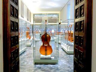Il Museo del Violino non può che trovar posto a Cremona, la città che diede i natali a Stradivari. Reperti, corsi e aneddoti sono a disposizione dei visitatori