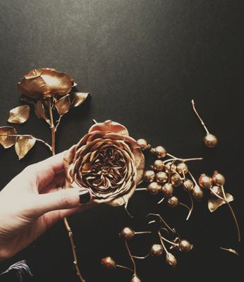 spray paint flowers/berries in rose gold / copper @Sarah Chintomby Barrick & Twine Event Design (Erica, Partner)