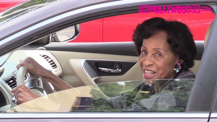 Marla Gibbs Arrives To Natalie Cole's Funeral In Los Angeles 1.11.16 - T...