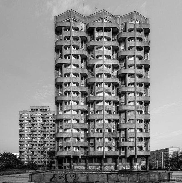 "Housing complex ""Manhattan"", (Sedesowce)4-16, Grunwaldzki Square,Wroclaw, Poland,built between 1968-1973.Architect: Jadwiga Hawrylak-Grabowska"