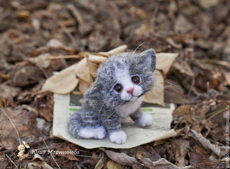 Купить Котенок.совсем один.. - серый, котенок, валяный котенок, котенок из шерсти, трогательный, юлия мартынова