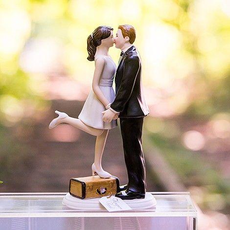 La figurine de mariage thème voyage. Disponible en plusieurs couleurs de peau