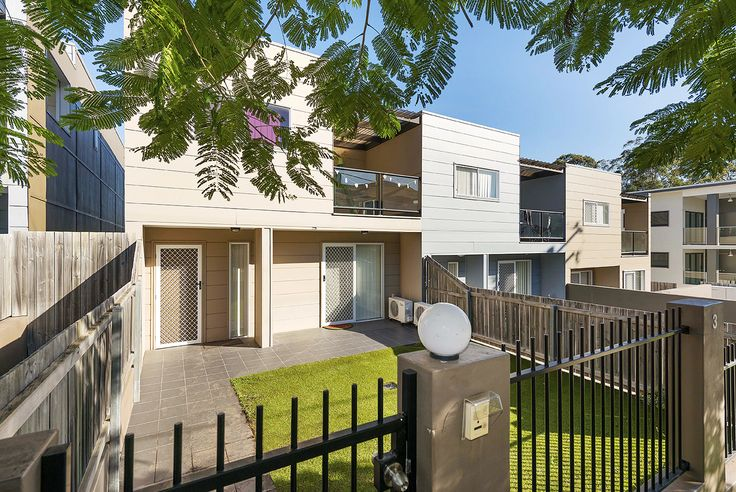 GREENSLOPES 3/108 Nicholson Street... A perfect choice for executive couples, small families, downsizers or astute investors seeking a quality residence in a great locale, this home should be at the top of your list.