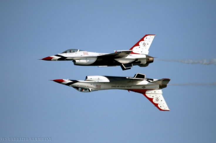 'Mirror Pass' of USAF Thunderbirds #5 and #6 @ Jesolo Air Extreme, june 2011