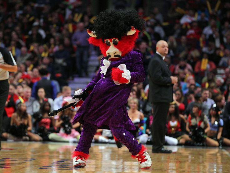 Chicago's Benny the Bull named NBA Mascot of the Year | theScore.com